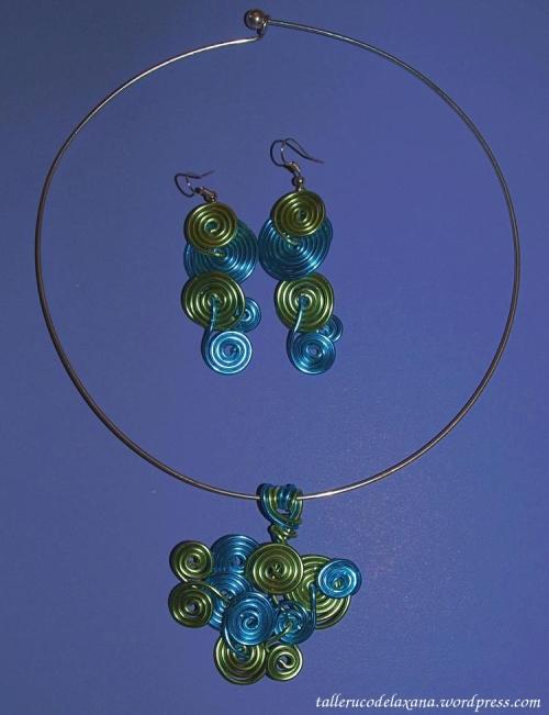 Colgante y pendientes bisutería de alambrismo verde y azul